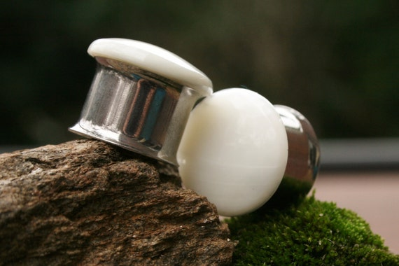 Classic Pearl Plugs made with Natural Mother of Pearl 5/8g 16mm