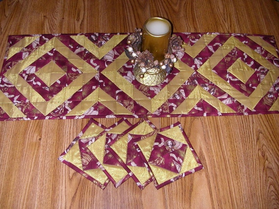 Quilted CHRISTMAS TABLE RUNNER & 4 Matching Mug Rugs - Angels Among us in Burgundy and Gold
