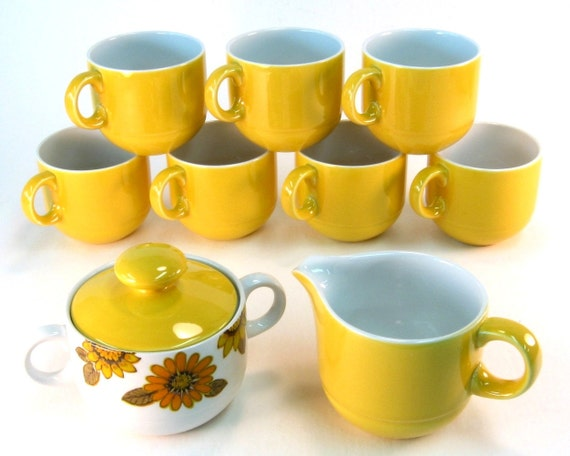 Vintage Cream and Sugar Set / Sunshine Yellow with Coffee Cups by Alfred Meakin England