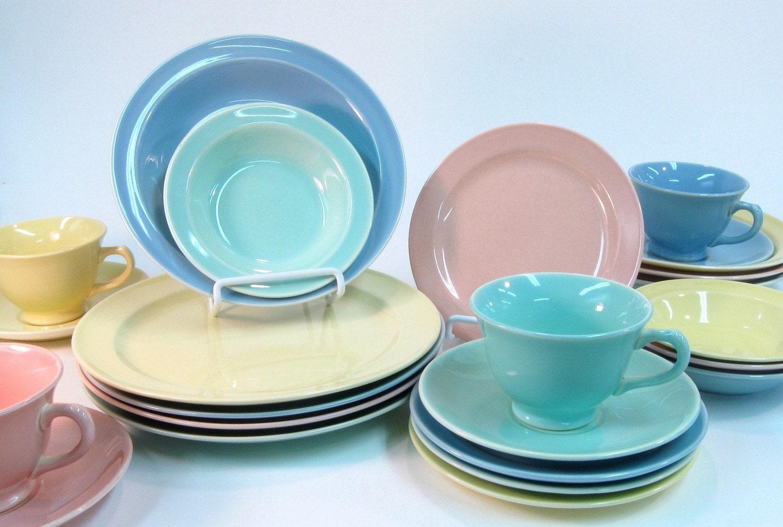 vintage lu ray pastels dinner service for four 1947 to 1951. Black Bedroom Furniture Sets. Home Design Ideas