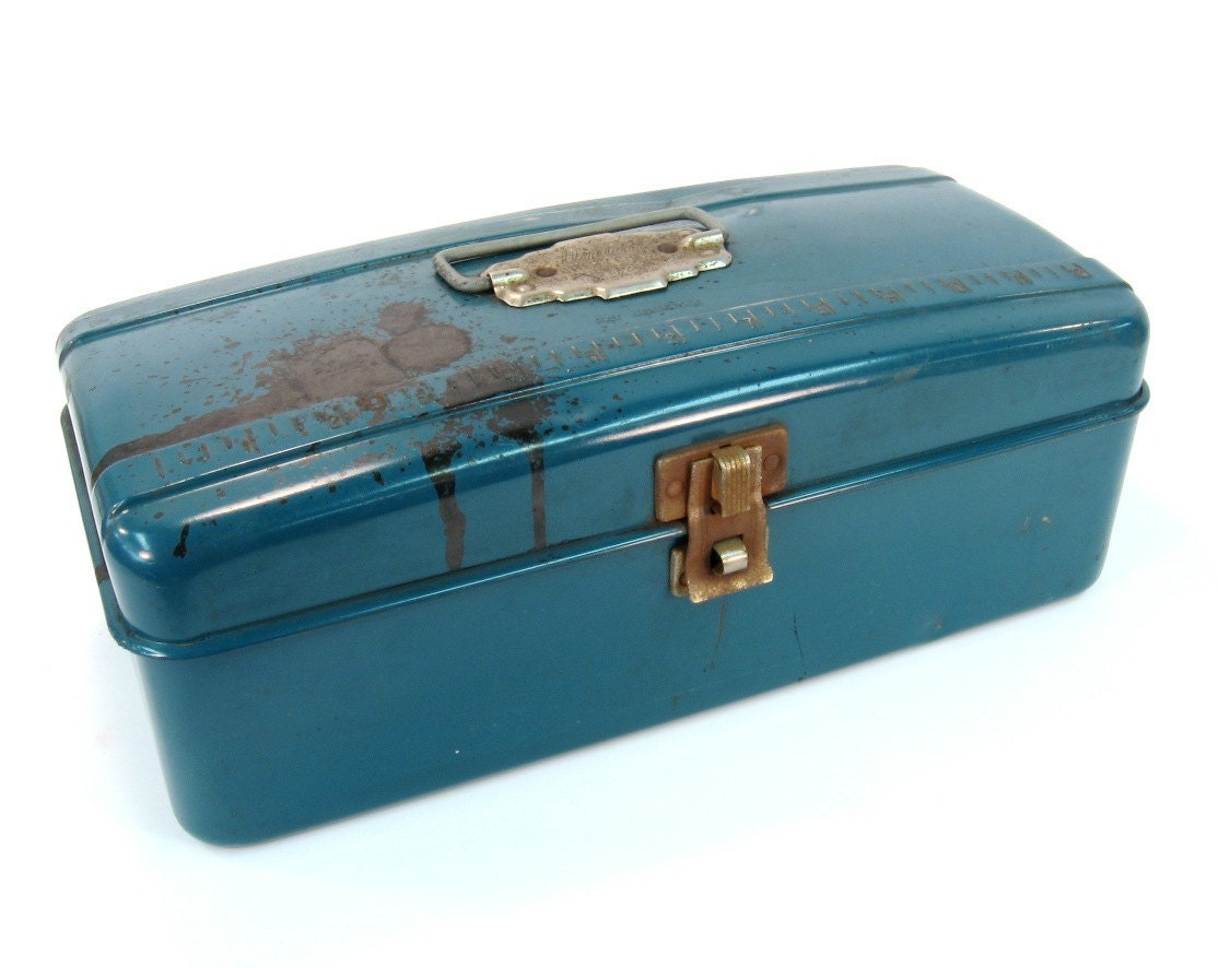 Vintage fishing tackle box blue metal industrial mantique for Vintage fishing tackle