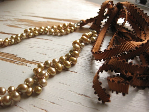 Guldrummet - Gold coloured freshwater pearl necklace