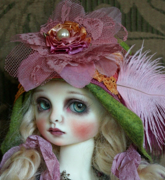 Green Felt Flapper Hat With Pink Trims For Ball Jointed Dolls