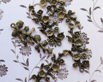 4 Flower Branch Charms Antique Bronze Tone - BC026