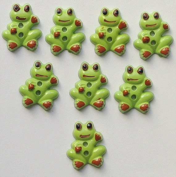 18 Green Frog Buttons BUT111