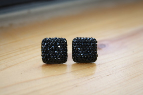 Black Sparkling Stud Earrings