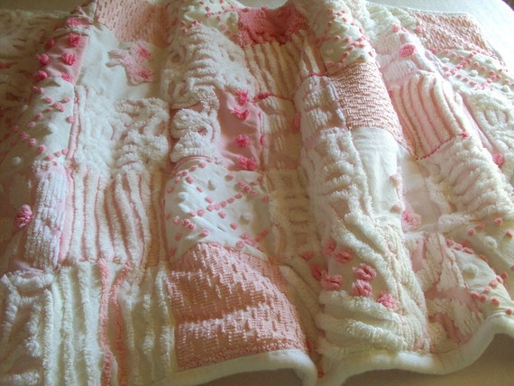 Sweet vintage chenille baby quilt, adorable, all pink and white, 27 x 43