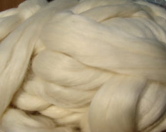 Ashland Bay Ecru Merino And Silk 4 Ounces
