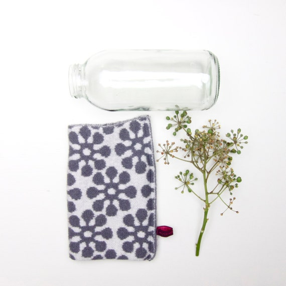 bottle cover BLOOM, white and grey