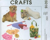 Pet Crafts McCall's M5016 Pet Bed, Dog Neckerchief, Placemats, Treat Bags, Pillows (Articles pour animal domestique) (Articulos para la mascota)