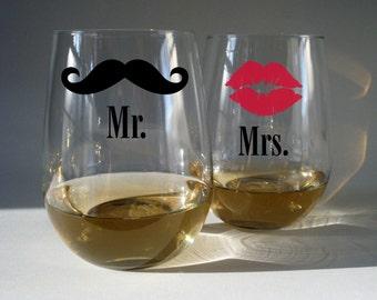 Mr and Mrs -  Wine Glasses - (set of 2)