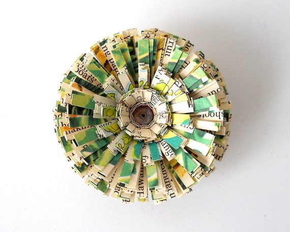 Magnet, Vintage Paper, Handmade Flower - Green, 3D, Writing, Text, Antique, Round, Circle