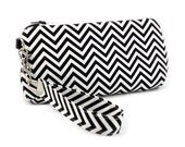 Black and White Zig Zag - Zipper Clutch with Wristlet