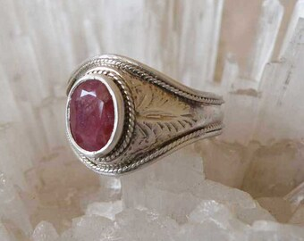 Ruby Silver ring - natural red Ruby - Sterling silver - Tribal jewelry - unisex - elegant - handmade