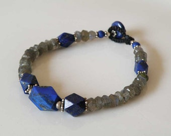 Blue Lapis Lazuli bracelet with faceted Labradorite beads - macrame - Sterling Silver - unisex - Tribal bracelet