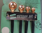 Vintage Leisure Measuring Spoon Set with Wall Hanger with Original Packaging