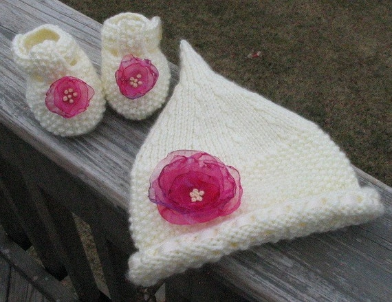 Knitted new born baby hat and booties set