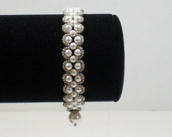 Bracelet Scalloped Edge White Pearl with Silver Gray Beads