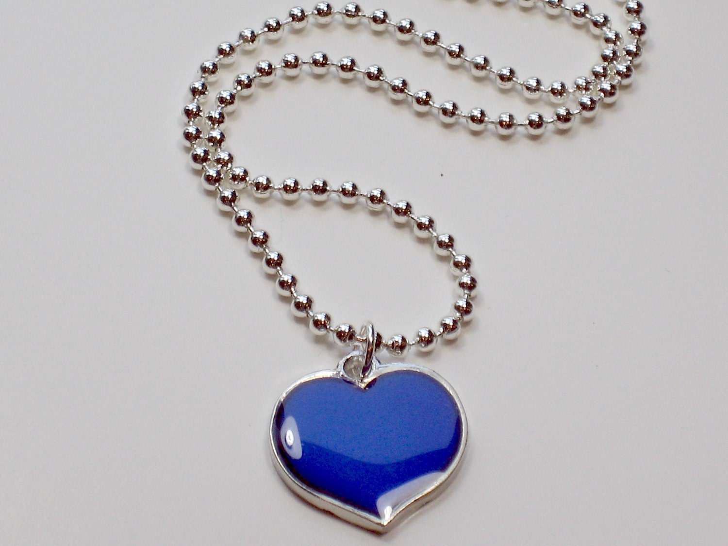 mood necklace with color changes great tween