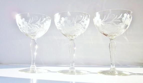 Vintage Champagne Glasses Glassware Elegant Etched Design
