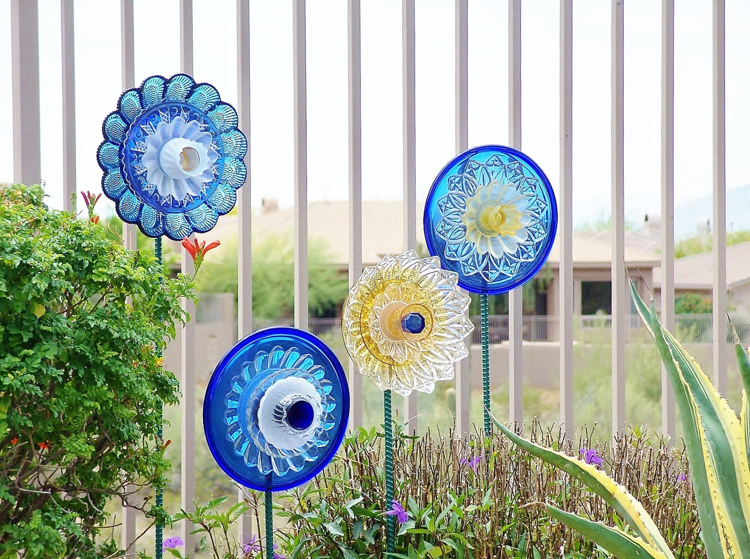 Sale garden art upcycled recycled glass plate flower by - Objets decoration jardin exterieur ...