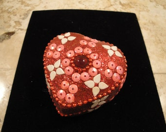 Metal Decorated Heart Container