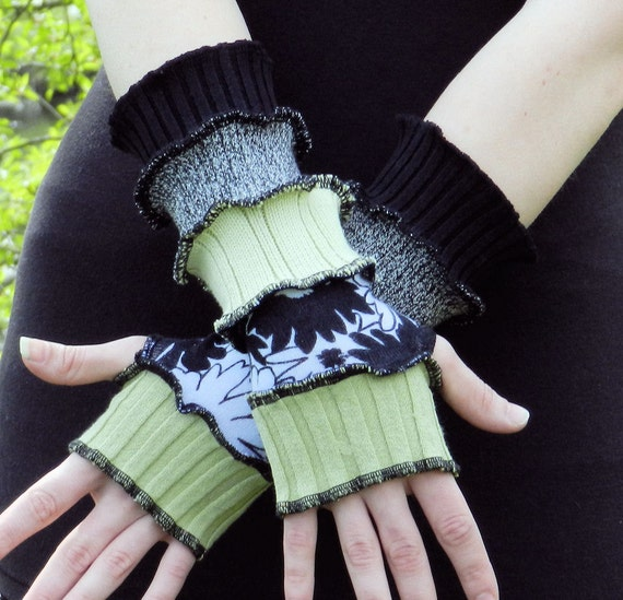 SuMmEr WeiGhT - Arm warmers - Fingerless and texting gloves - made from upcycled knits