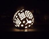 Ceramic globe light, free fall design