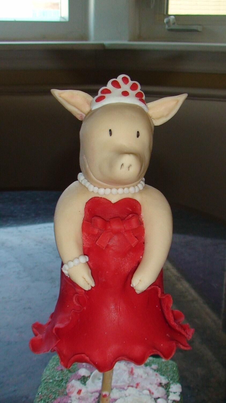 Olivia The Pig Fondant Cake Topper