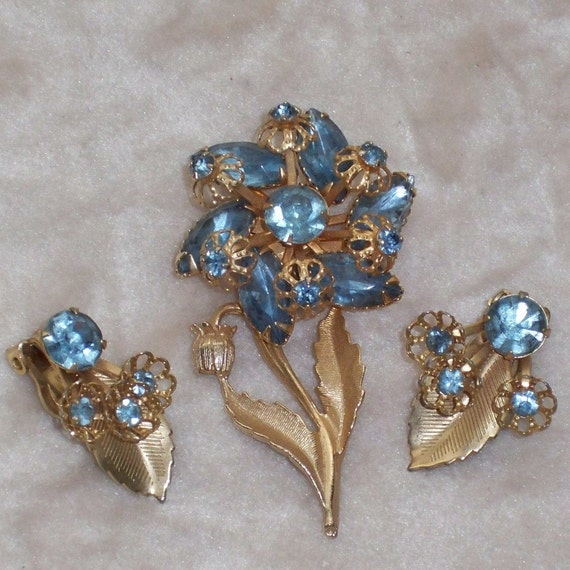 Vintage Rhinestone Brooch Pin and Earrings Set 1950s Rockabilly Blue and Goldtone Flowers CIJ Sale