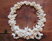 Resin Appliqué - XL Rose Wreath with Ribbon
