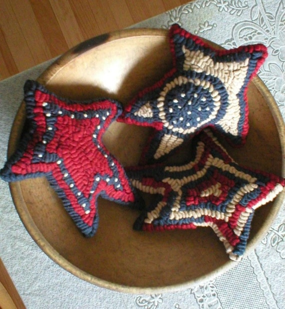 3 Colonial Folkart  Americana HooKed Rug Stars  We Ship Internationally