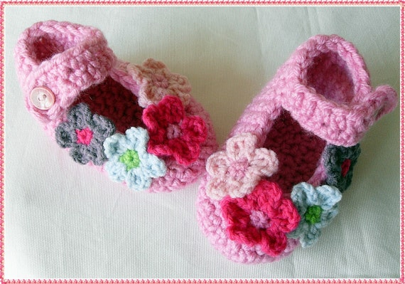 Crochet  Mary Jane Slippers -Baby pink slippers - Pink slippers for baby - baby girl pink slippers - flowered slippers - Floral slippers