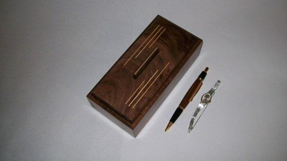 Fancy Walnut with Maple Inlay 4x8 Box Pattern1