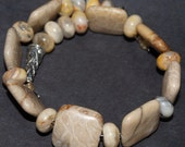 Agate Stone. Memory Wire, Bracelet. Beige, Brown