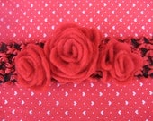 headband in black and red with rosettes