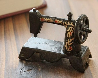 vintage SEWING Machine High Quality Antique Metal  Charms/Pendants-  ( SEWING)- (HAB-2)