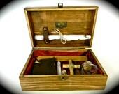 L'Hotel Taverne Noire - The Black Tavern Hotel 1572 - Antique Vampire Hunting Kit