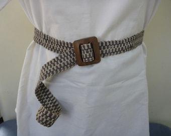 Vintage 1980s khaki ecru woven belt brown wood buckle