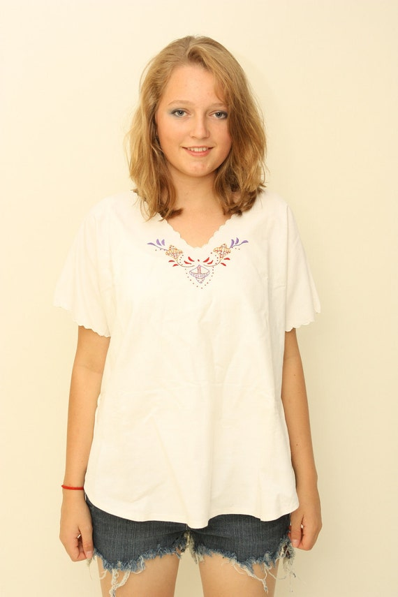 Vintage 1970s white embroidered cotton top shirt