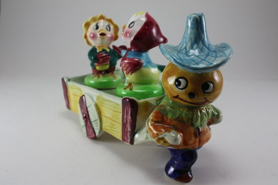 Vintage Anthropomorphic Salt And Pepper Set - Pumpkin Man With Cart Caddy And Chicks
