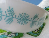 pyrex promotional christmas 1960s turquoise and white snowflake and garland casserole