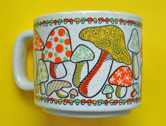 vintage mushrooms mug 70s kitsch