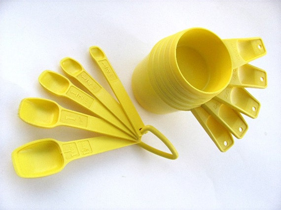 RESERVED FOR ALISA Tupperware measuring cups and spoons sunny yellow