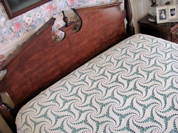 vintage bedspread hand crocheted full / queen ivory pinwheel