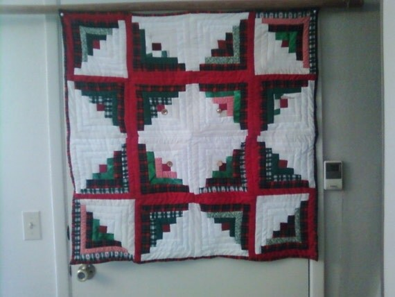 red green star wall hanging