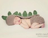 Newborn baby crochet Dinosaur hat and diaper cover - Photo prop set