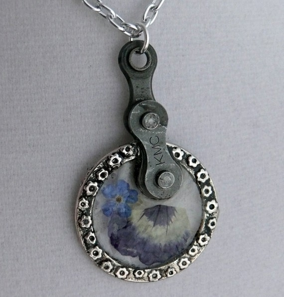 Bicycle chain resin pansy circle Pendant