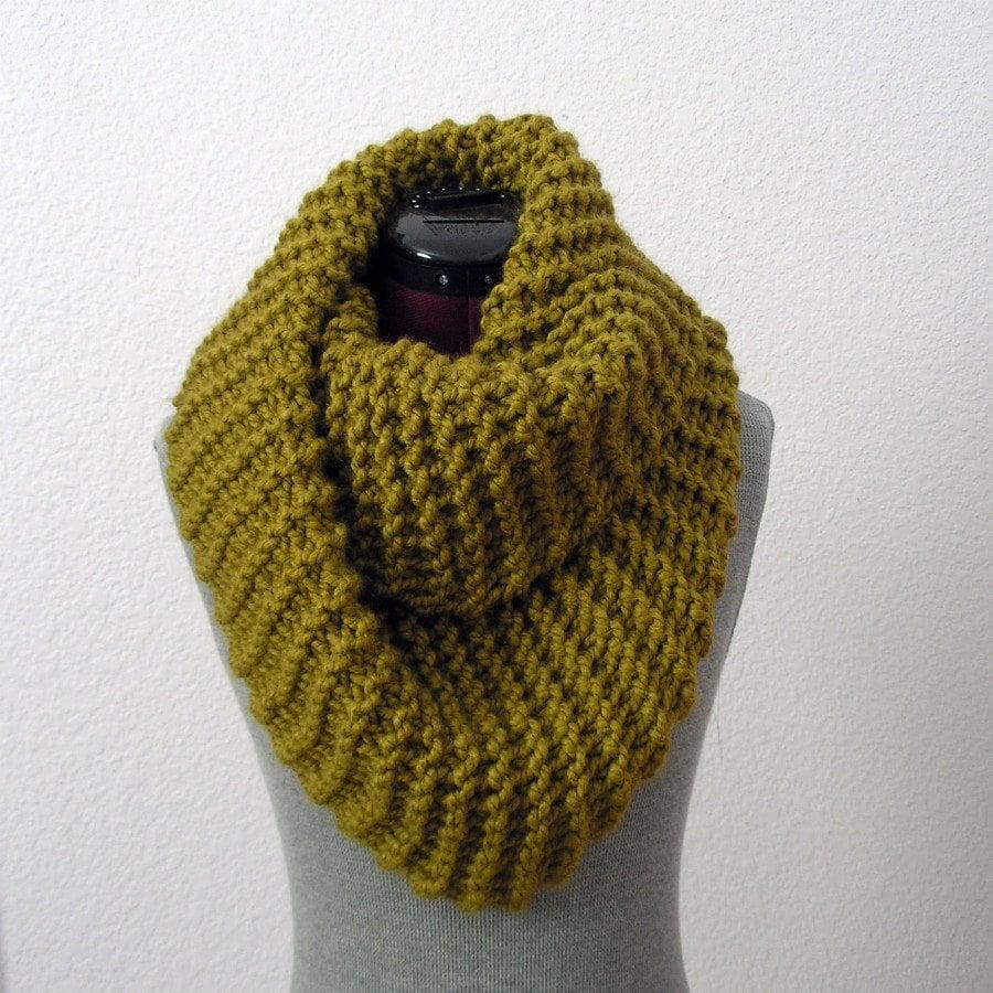 Infinity Scarf Knitting Pattern Garter Stitch : Chunky Infinity Scarf Snapdragon The Barrow by deroucheau ...