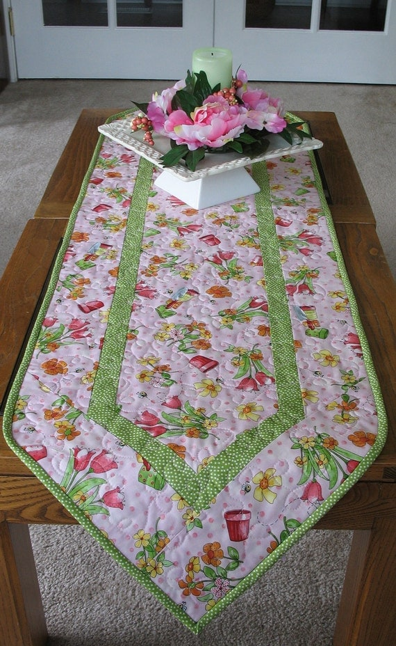 Tulip Table Runner quilted  Spring and Summer fabric from Red Rooster great for Easter